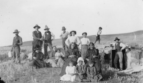 Metis family in the Auvergne district, ca 1908